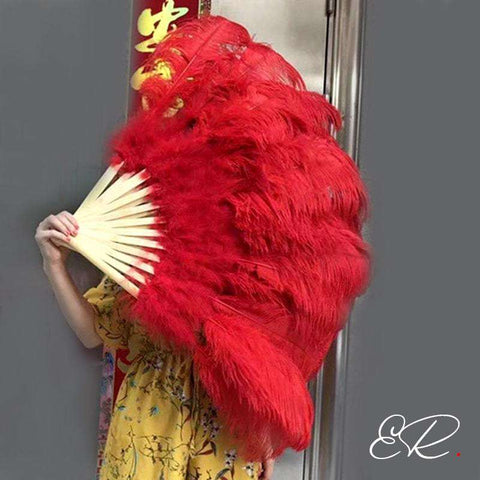 Eventail plume cabaret rouge