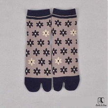 Load image into Gallery viewer, The Nonconformist Tabi Kimono Flip-Flop Socks - Socks to Buy 3