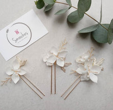 Load image into Gallery viewer, Flower hair pins