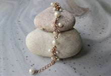 Load image into Gallery viewer, Rhinestone and pearl bracelet