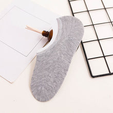 Load image into Gallery viewer, Urgot 5 Pairs Men's Socks Boat Non-Slip Invisible Nonslip Low Cut Soft Breathable Cotton Silicone Slip Summer Autumn Short Socks