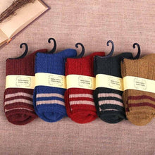Load image into Gallery viewer, Urgot 5 Pairs Thick Needlework Women's Socks Autumn Winter Thickening Casual Fashion Wind Striped Socks Women Calcetines Mujer