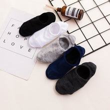 Load image into Gallery viewer, Urgot 5 Pairs Fashion Happy Men Boat Socks Summer Autumn Non-slip Silicone Invisible Cotton Socks Male Ankle Sock slippers Meias