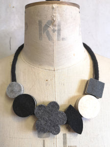 Pop Flower Necklace Black & White