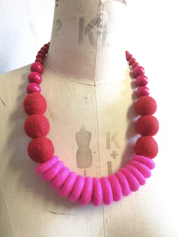 Throw on Merino and Wood Necklace Pink