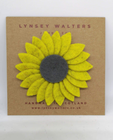 Retro Daisy Brooch Yellow & Grey