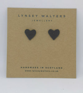 Tiny heart studs - black