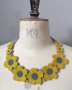 Retro Daisy Necklace - Mustard