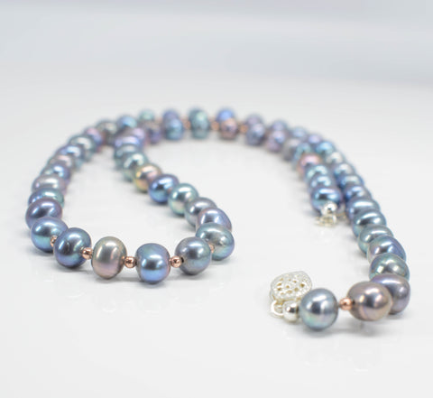 Handmade grey freshwater pearl necklace - Pixi daisy