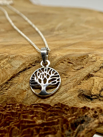 Silver tree of life pendant from Pixi Daisy