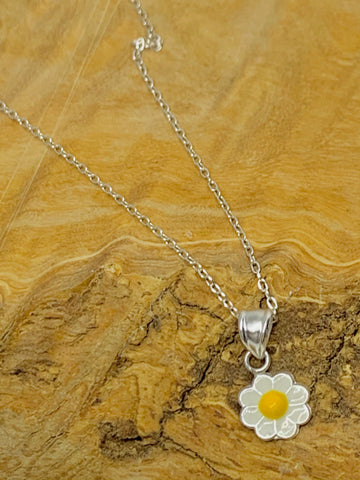 Daisy Necklace from Pixi Daisy