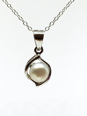 Pearl Pendant from Pixi Daisy