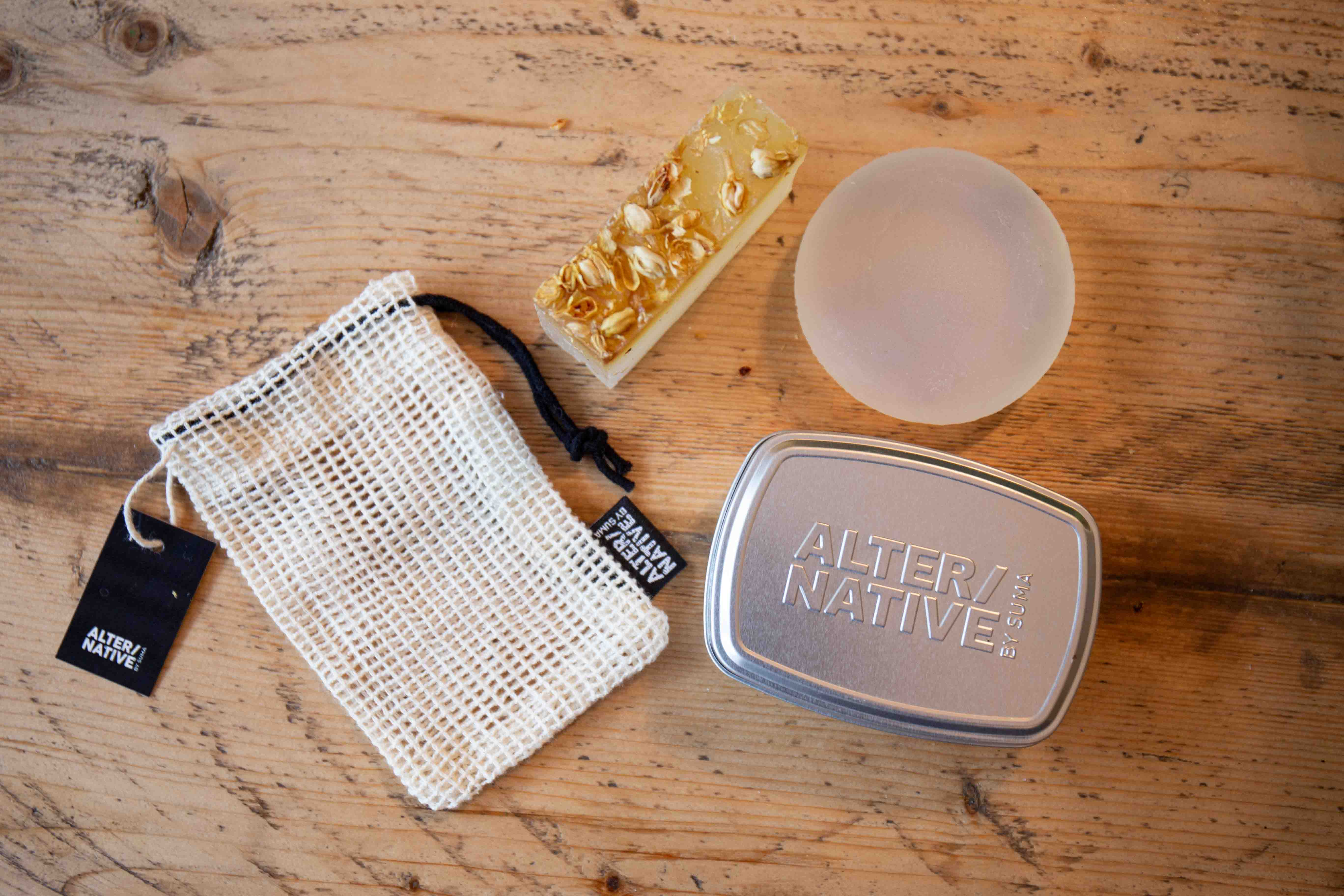 Alter/native Gift Set / 1 x Square & 1 x Round Soap Bar, Tin & Bag