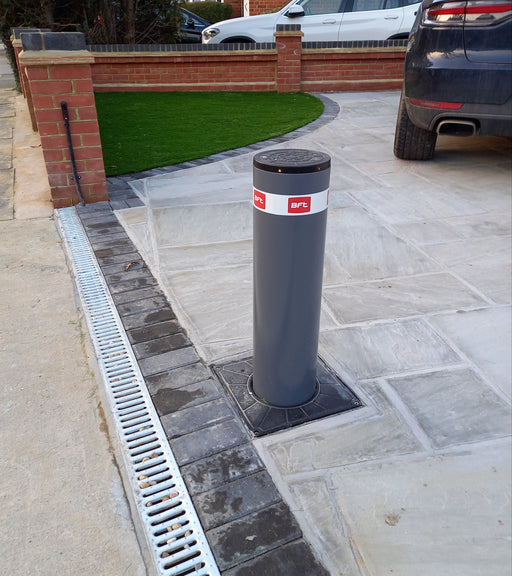 Stoppy B 700mm x 200mm Automatic Bollard with LED Lights