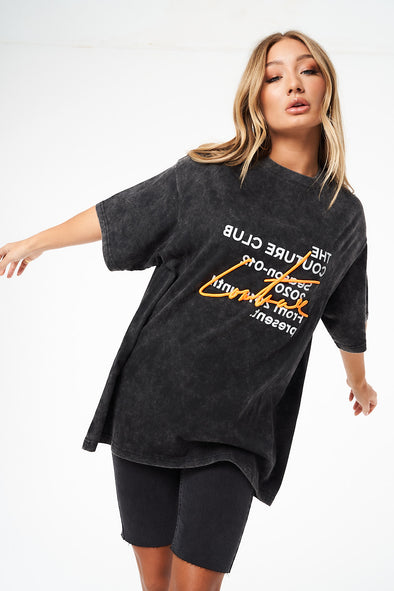 SIGNATURE SEASON DISTRESSED WASHED OVERSIZED T-SHIRT