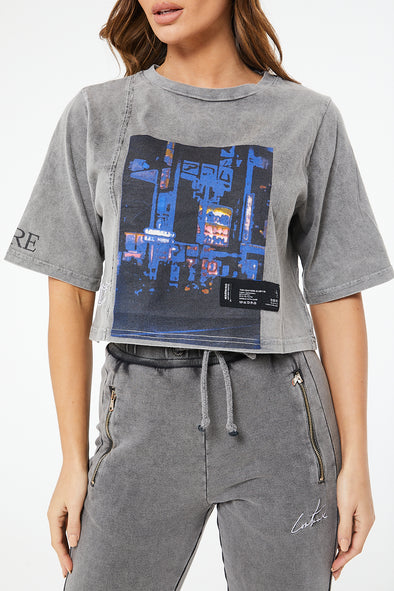 GRAPHIC ACID WASHED CROP T SHIRT