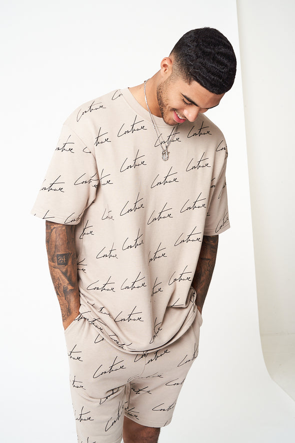 SIGNATURE REPEAT PRINT T-SHIRT