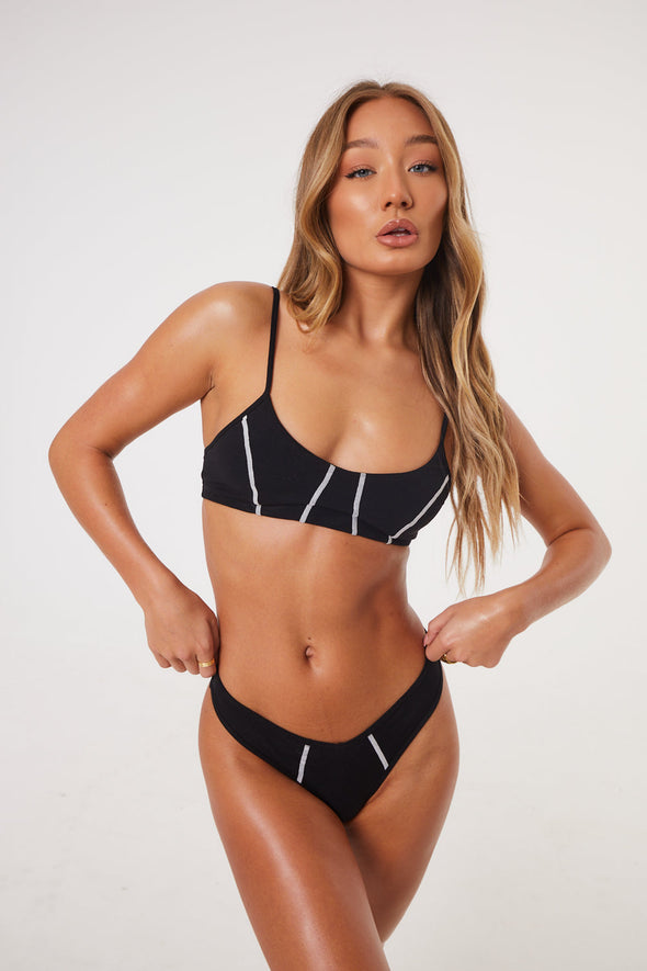 BLACK CONTRAST STITCH V SHAPE THONG