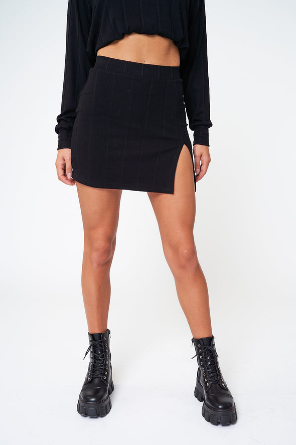 RIBBED SLIT FRONT MINI SKIRT