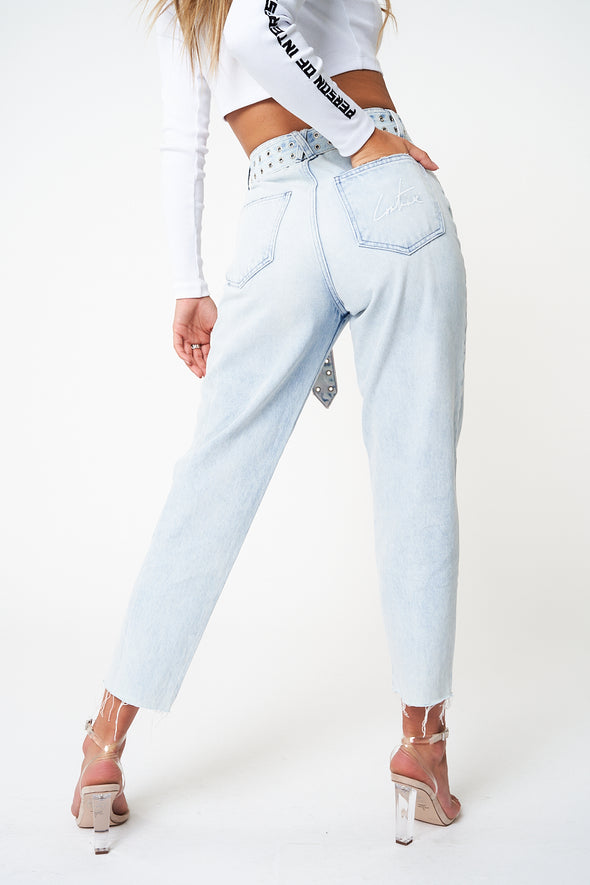 SEAM DETAIL BELTED DISTRESSED BOYFRIEND JEANS
