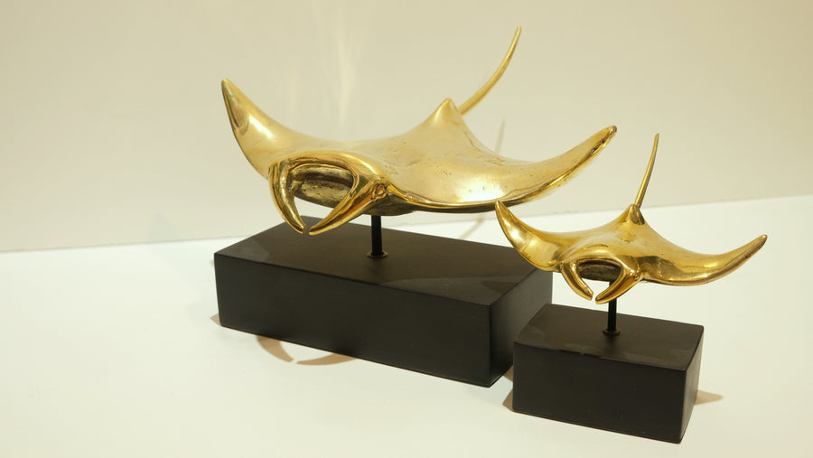 BRONZE MANTA RAY SCULPTURE