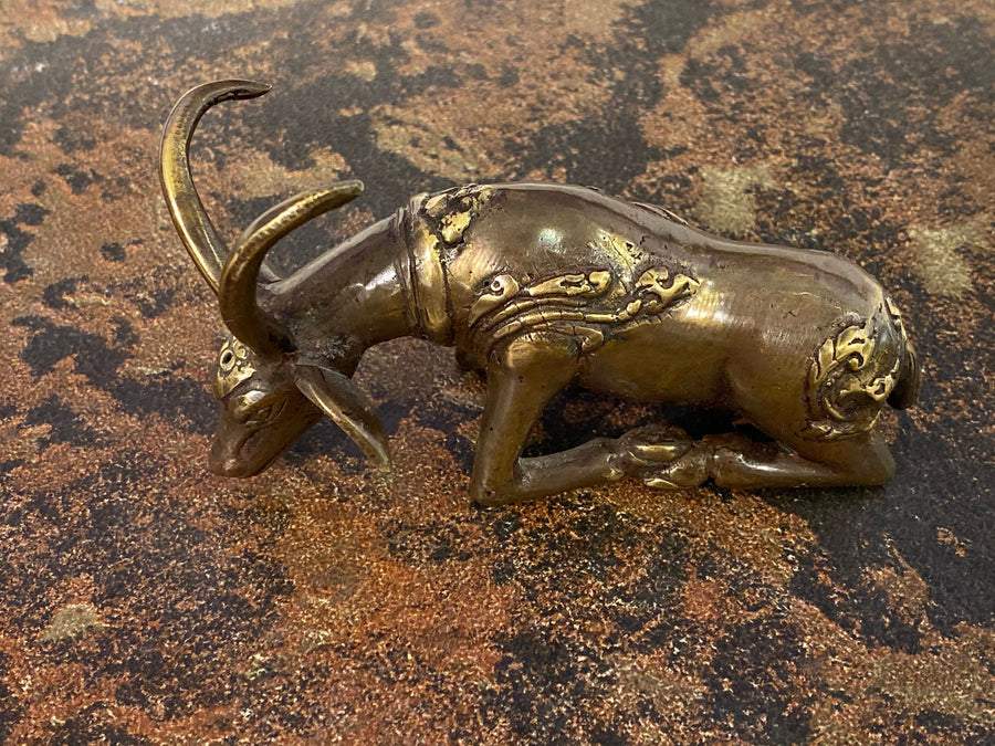 BRONZE SITTING DEER