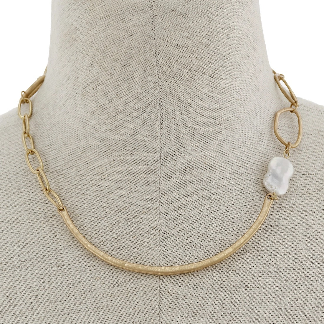 Hammered worn gold neck with baroque pearl & toggle - LURE Boutique