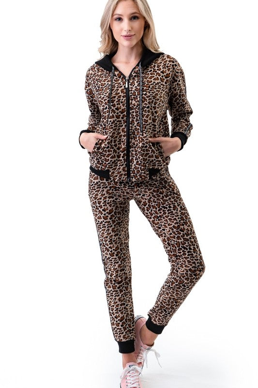 JV19100 - Leopard Print Fleece Jogging Suit