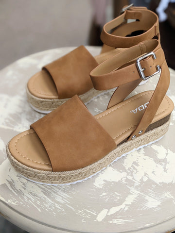 Tan Topic Sandals