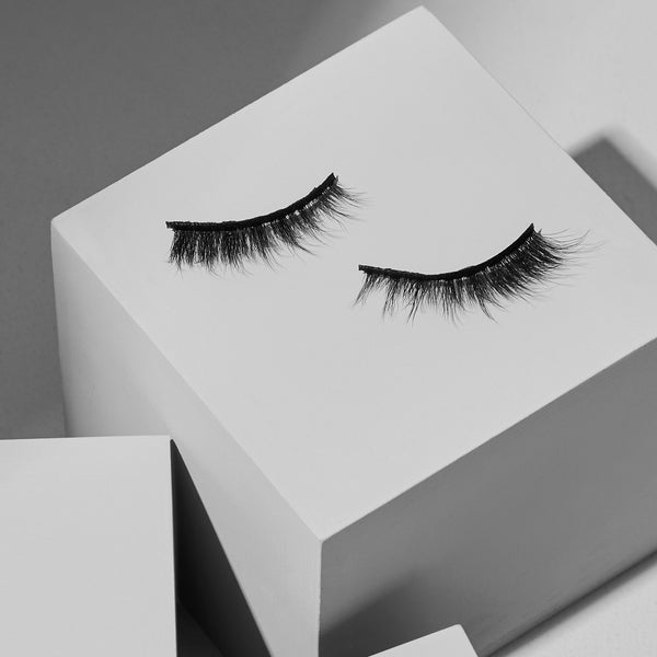 Magnetic Eyelashes and Eyeliner - Diamond Strip Lashes - Lola's Lashes