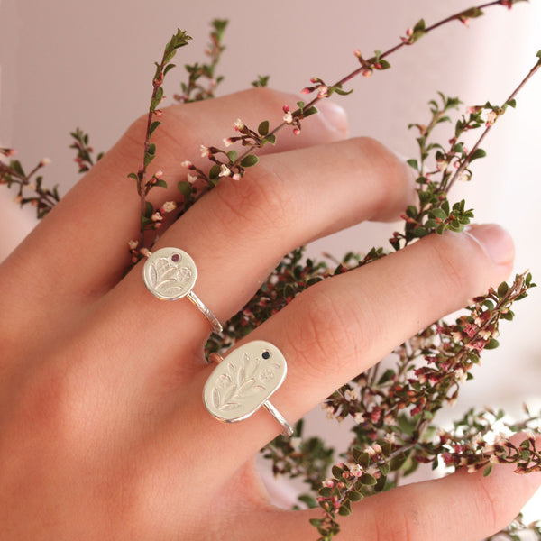 Sterling silver floral signet ring - Mini Meadow Ring