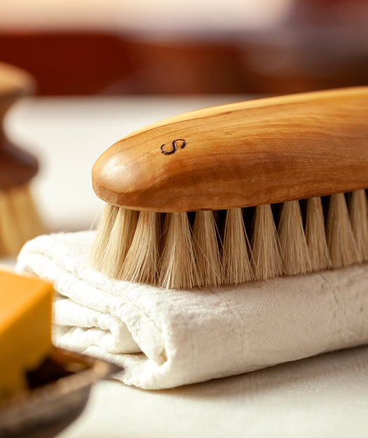 Wooden Clothes Brush | Rondo