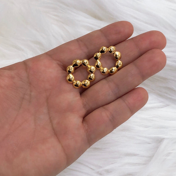 Multi dots stud