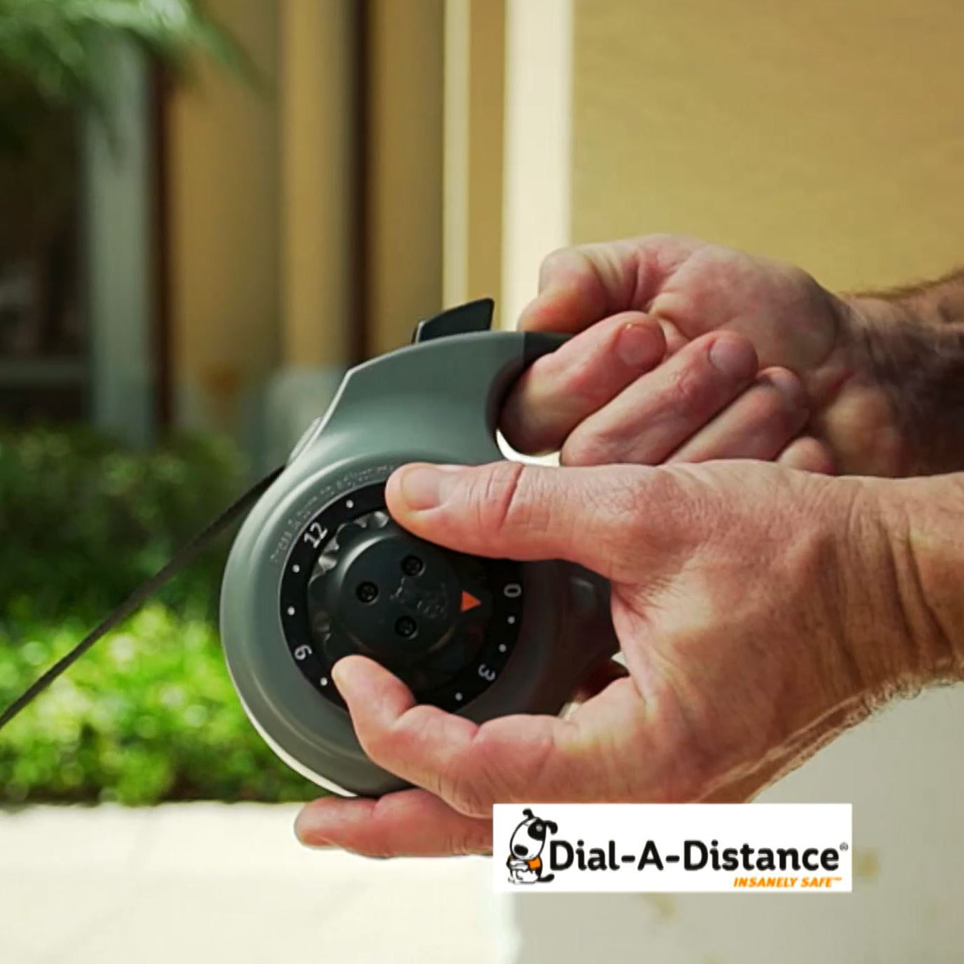 dial-a-distance retractable dog leash ability to change distance