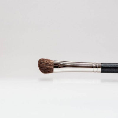 139 - Angled Blending Brush - Plush Beauty