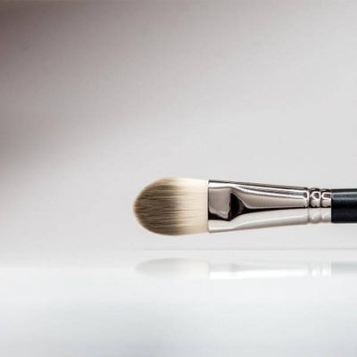 157 - Large Flat Foundation Brush - Plush Beauty