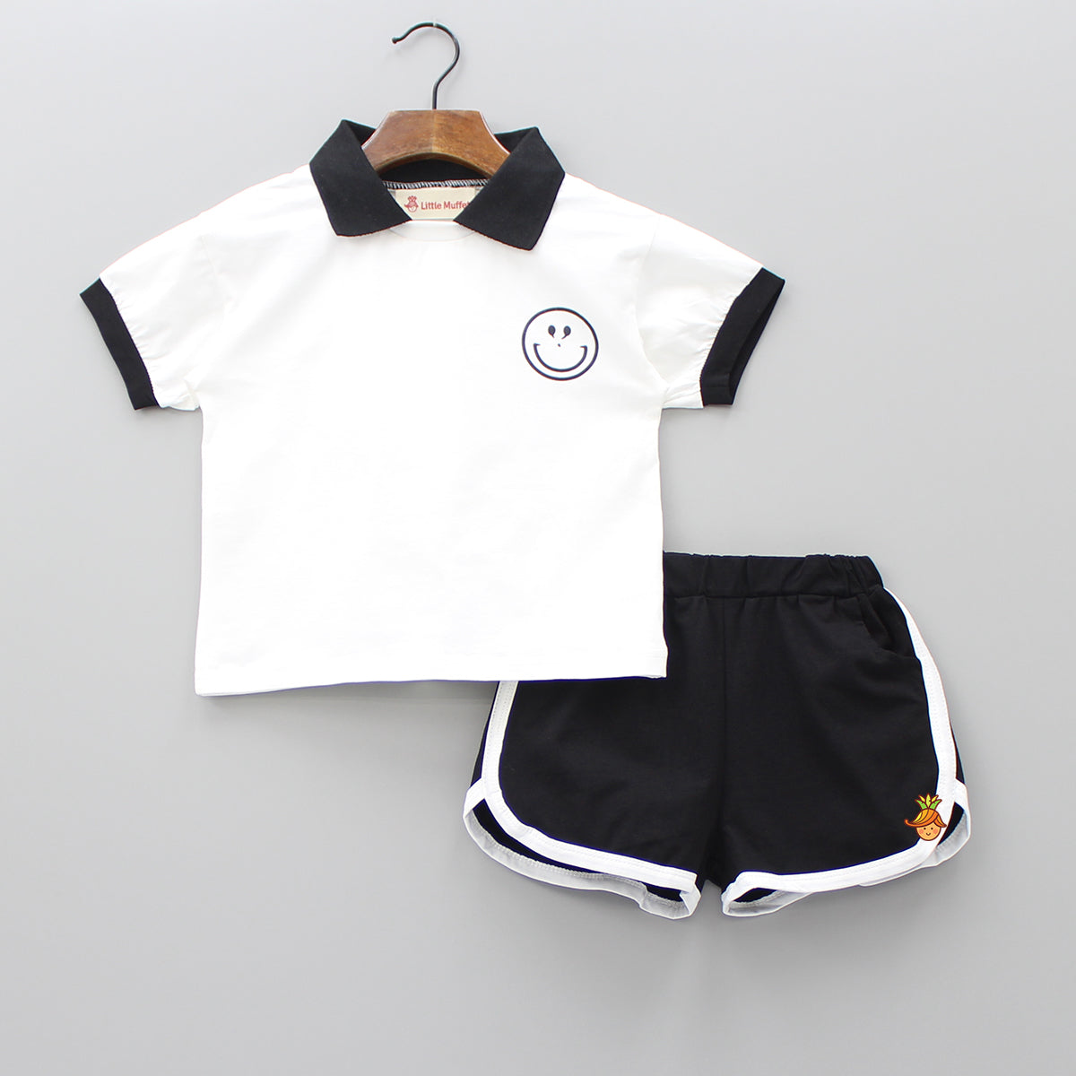 White And Black Smiley Set