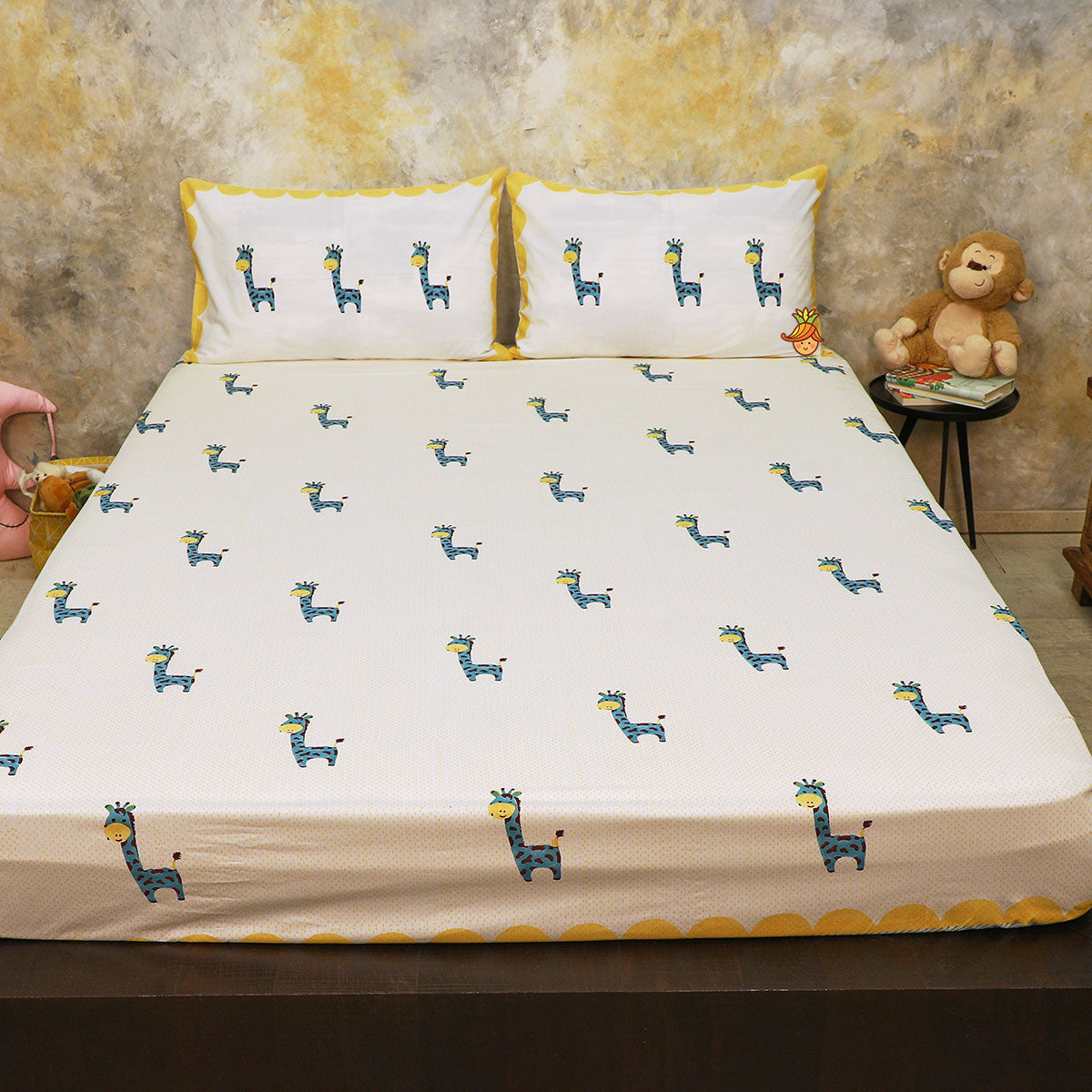 Giraffe Print Double Bed Sheet With 2 Pillow Covers
