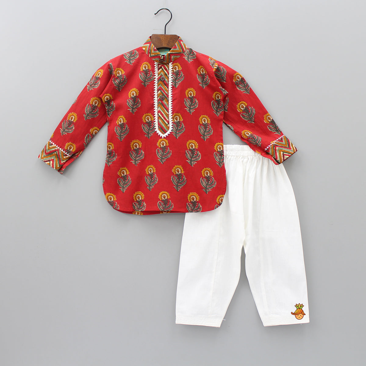 Floral Printed Kurta And Pyjama