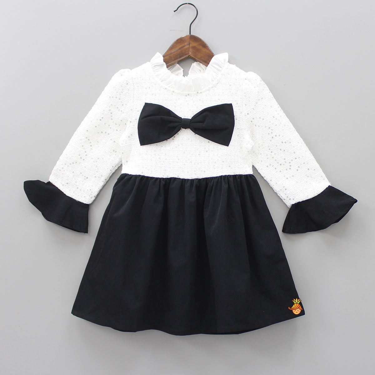 Black And White Bow Attached Knee Length Dress