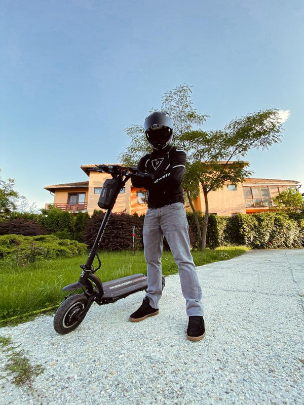 Kugoo G booster--- the most powerful scooter with a range of 85km