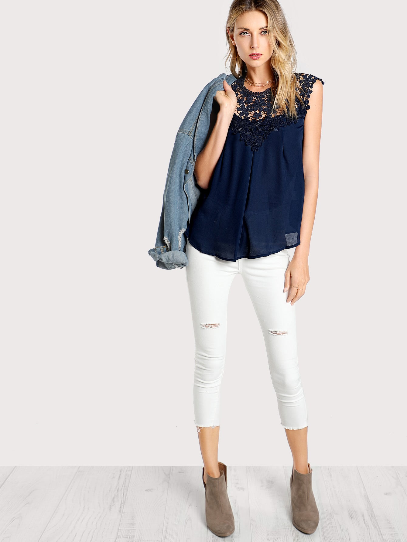 NAVY TOP MED DAISY BLONDE