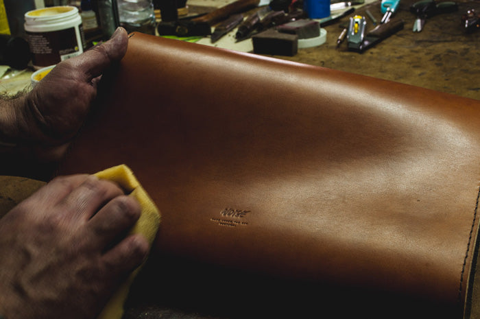 Applying cream on a product made of vegetable-tanned leather