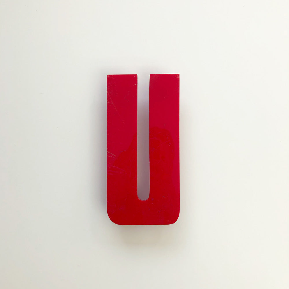 U - Medium Red Cinema Letter Type3