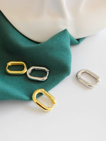 Little Square Huggie Earrings, little hoop earrings,  hoop earrings, mini earrings, huggie earrings, gold huggie earrings, small hoops, small gold hoop earrings, small earrings, influencer jewelry, blogger jewelry, gifts for her, fashion, style, trendy jewelry by KesleyBoutique.com, Girlwith3jobs.com