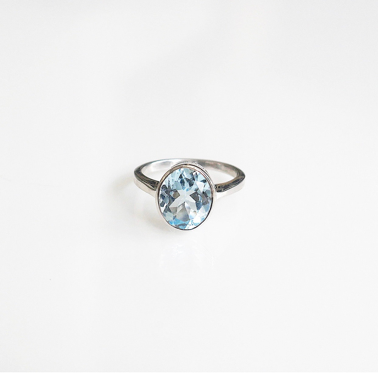 oval topaz ring in .925 sterling silver, KesleyBoutique, Girlwith3jobs, sterling silver sky blue topaz ring