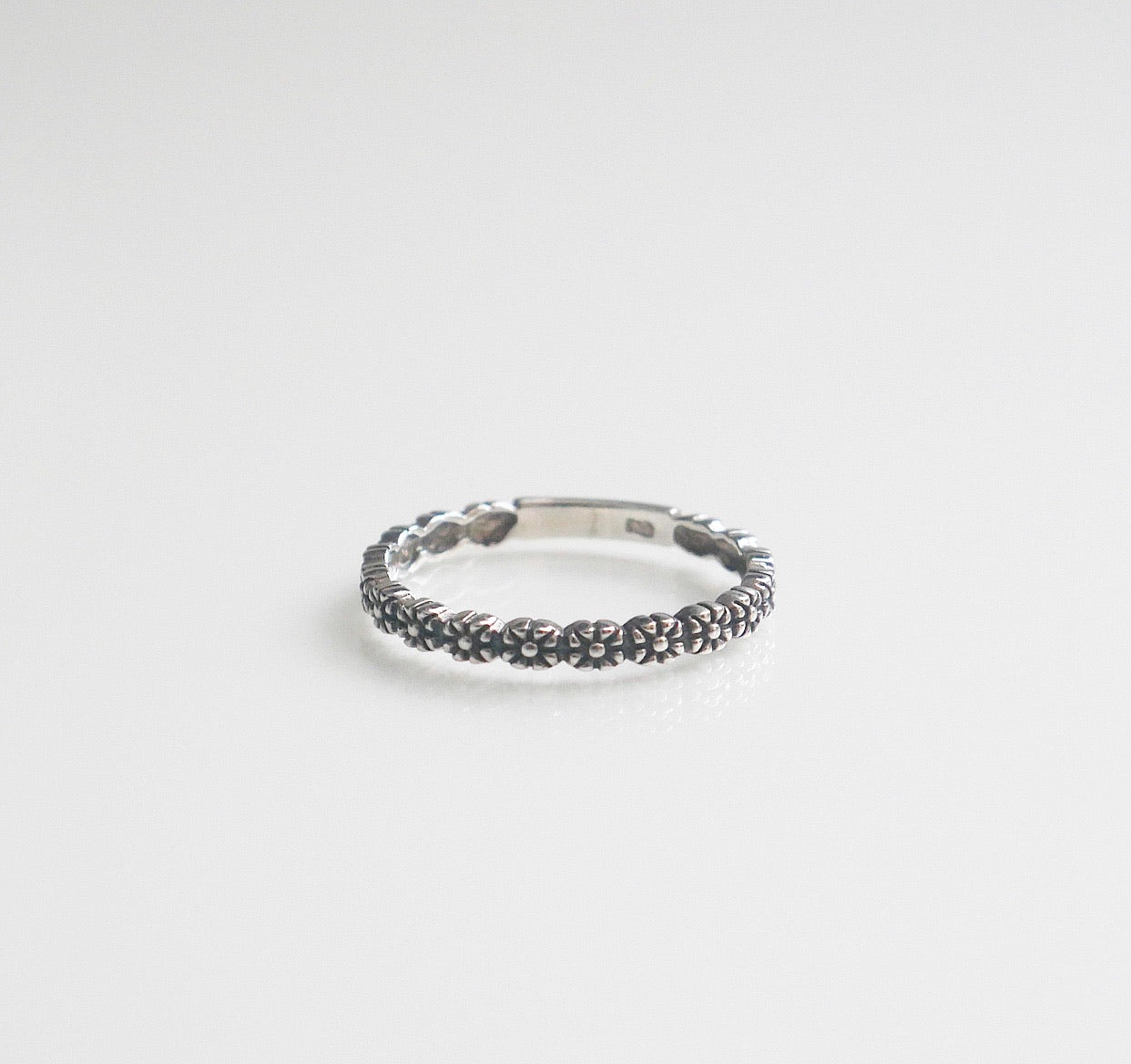 Tiny Flowers Band Ring