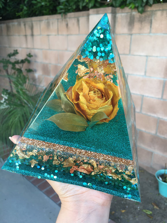 Green & Yellow Rose Pyramid
