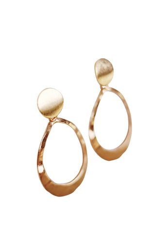 Image of Kinsley Geometric Oval Earrings in Hammered Gold