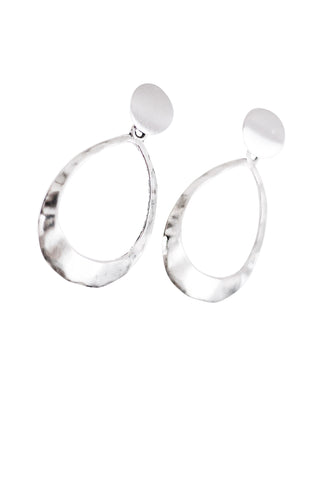 Kinsley Geometric Oval Earrings in Hammered Silver
